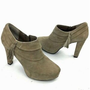 Me too Fango Suede Lasky heeled ankle booties 6.5